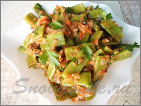 зеленый фасоль с помидорами