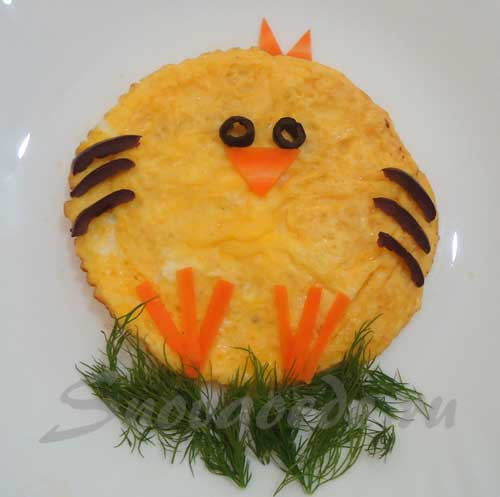 Обычная яичнища в виде цыпленка