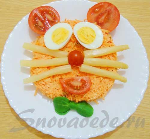 Морковный салат с орехами