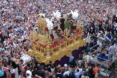 праздничное шествие в Севильи