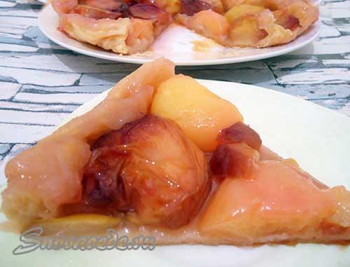 Торт Татен с персиками