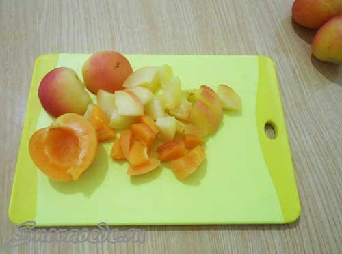 порезать абрикосы