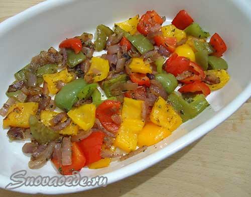 выложить обжаренные овощи