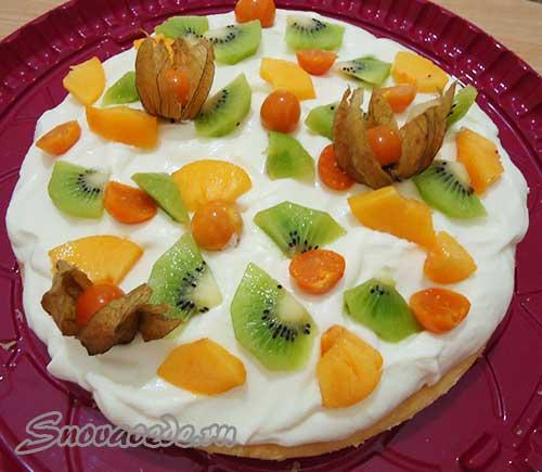 вкусный торт с экзотическими фруктами