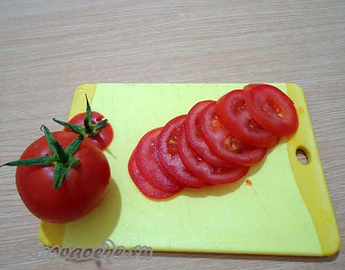 помидоры порезать колечками