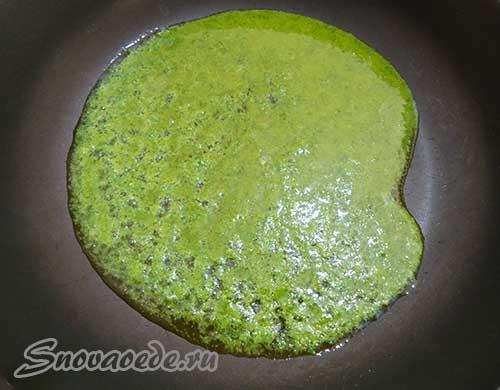 налить зеленый соус