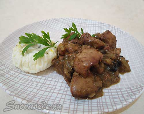 куриная печенка с грибами