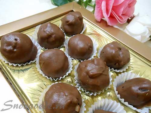 Чернослив с орехами в шоколаде