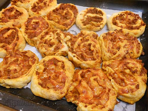 Пицца-рулет болоньезе