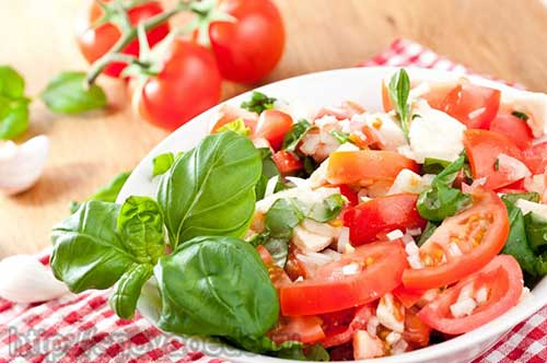 салат с помидорами и брынзой