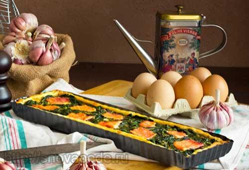 Пирог из слоеного теста со шпинатом