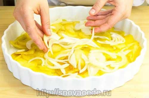 положить слой картофель