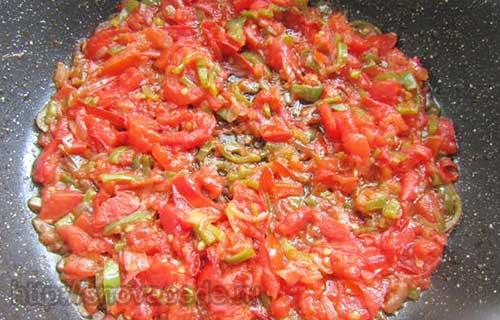 лук, перец, томаты обжаритьлук, перец, томаты обжарить